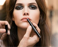 Chanel has just launched the Rouge Coco Stylo, a complete care lip shine. The new product from Chanel's Rouge Coco li. Makeup Trends, Beauty Trends, Makeup Inspo, Makeup And Beauty Blog, Hair Beauty, Chanel Rouge, Makeup 2016, Pale Lips, Show Makeup