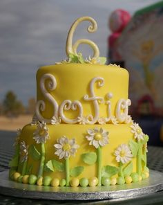 Daisy Yellow Birthday Cake By modthyrth on CakeCentral.com .... Would like this for Tonia's first birthday.