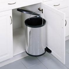 Most people as the owners of the house do really know that the stainless steel kitchen garbage cans are in a high demand these days as they offer so many amazing advantages when it comes to the decoration of the kitchen.