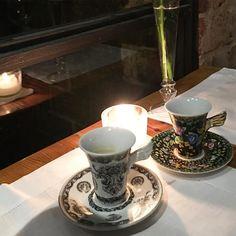 Muito amor por essas xícaras de asinha  da @versace__home #mimosparacasa #xicaras #recebercomcharme #olioliteam #olioli #lifestyle