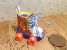 Fait à la main poupées de la maison Miniature réplique vintage fisher prix tirer laçage chaussure nouvelle échelle 1/12