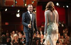 Emma Stone Photos Photos - Actor Leonardo DiCaprio (L) and actress Emma Stone, winner of Best Actress for 'La La Land' onstage during the Annual Academy Awards at Hollywood Oscar Academy Awards, Best Actress Oscar, Actress Emma Stone, Oscar Gowns, Best Supporting Actor, The Best Films, Oscar Winners, Leonardo Dicaprio, Celebs
