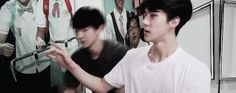 EXO chanyeol hitting himself with sehun's hand Chanbaek, Baekyeol, Park Chanyeol Exo, Exo K, Baekhyun, Korean Boy Bands, South Korean Boy Band, Cry Now, Exo Couple