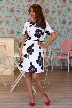 """Si os gustó el abrigo, el #vestido """"Magnolia"""" es una cucada! Tejido brocado y detalles de pasamanería en negro. Tallas de la 38 a la 44 - 49,99€.  El blanco y negro.... la eterna elegancia!!! #visteconamelia #modamujer #vestidomujer"""