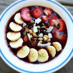 Foodie Friday: Pomegranate Blueberry Acai Bowl