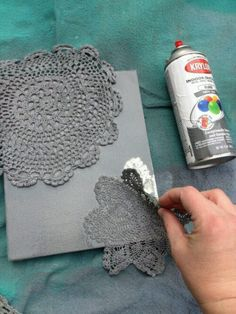 Spray paint a canvas using doilies as stencils. - Great for DIY Christmas cards, cut the doilies into snowflakes! Cute Crafts, Crafts To Do, Arts And Crafts, Diy Crafts, Fabric Crafts, Creative Crafts, Yarn Crafts, Leaf Crafts, Diy Projects To Try