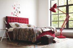 #homify #Innenarchitektur #Schlafzimmer #Bett #Modern #Rot #Gemütlich  #Design