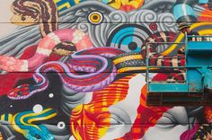 Versace inauguró su primer establecimiento en Hawaii, evento que ameritó un proyecto en conjunto con POW! WOW! Hawaii y el artista Tristan Eaton.