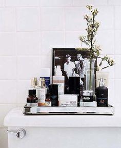 Love mirror tray for bathroom organization Bad Inspiration, Bathroom Inspiration, Interior Inspiration, Interior Ideas, Bathroom Organization, Bathroom Storage, Bathroom Styling, Design Bathroom, Bathroom Ideas