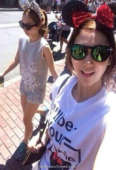Park Shin Hye with her friend in USA