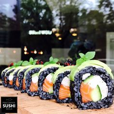 Sushi Cake, My Sushi, Vegan Sushi, Japanese Dishes, Japanese Food, Sushi Halloween, Sushi Rolls, Sashimi, My Favorite Food