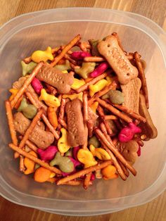 Oliver and Company Snack Mix - Oliver and Company Movie Night Food - Disney Movie Night - goldfish crackers for cats, pretzel sticks to fetch and graham cracker bones for dogs - Family Movie Night