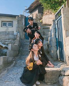 Image may contain: one or more people and outdoor Korean Best Friends, Boy And Girl Best Friends, Cute Friends, Cute Friend Pictures, Best Friend Pictures, Ulzzang Korean Girl, Cute Korean Girl, Cute Walpaper, Korean Student