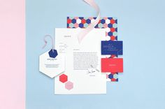 This stationery design of this online gift-giving business created by the studio FIRMALT looks professional without looking boring or too serious. The same four colors are used throughout the letterhead and the business cards. Also the design presents continuity with the use of the hexagonal shape.