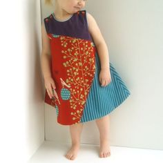 I like this assymetric dress.