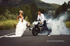 Motor bike wedding engagement pics 55 ideas for 2019 Bike Wedding, Wedding Pics, Wedding Bells, Wedding Engagement, Our Wedding, Dream Wedding, Motorcycle Wedding Pictures, Couple Photography, Wedding Photography