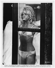 Classic Actresses, Actors & Actresses, Goldie Hawn Young, Classic Hollywood, Old Hollywood, Goldie Hawn Kurt Russell, Blond, Vintage Swimsuits, Movie Photo