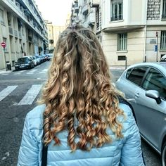 Hairstyle, boucles  Coiffure Blonde hair / curly hair /Nice / girl