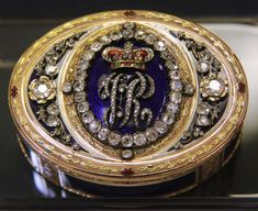 Snuff box - 1872 gifted by Queen Victoria, National Museum, Cardiff.