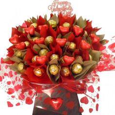 Valentine'S bouquet made with chocolates. Valentines Day Gifts Boyfriends, Valentines Sweets, Valentine Chocolate, Chocolate Gifts, Valentine Gifts, Rocher Chocolate, Chocolate Hampers, Candy Bouquet Diy, Valentine Bouquet