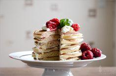 Pancake-Cake mit Himbeeren und Basilikum-Mascarpone-Creme