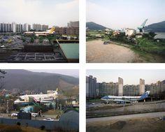 AVIONS - Simon Boudvin, AVION 01 (Wolgye), 2004, AVION 02 (Yangpyong), 2004, AVION 03 (Yongin), 2009, AVION 04 (Namyanju), 2009. Carcasses d'avions de ligne reconverties en restaurants, en Corée du Sud, photographies.