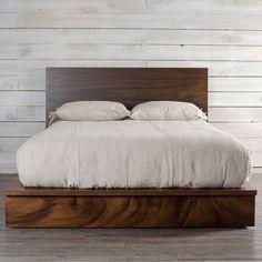 Aprovechando al máximo la belleza natural de la madera, ésta se ha usado como punto central del diseño, obteniendo una cama que sin duda resaltará en tu recamara por esa característica que sólo da un acabado en madera de parota. Complementalo con el resto de la línea BALI.