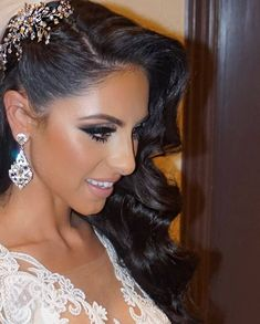 """702 oznaka """"sviđa mi se"""", 16 komentara – Bridal Styles Boutique (@bridalstylesboutique) na Instagramu: """"Gorgeous bride pranvera's second look of the night! Fabulous waves accented with a beautiful…"""" #weddinghairstyles"""