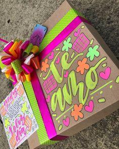 Hermosos y deliciosos desayunos, meriendas y anchetas sorpresa personalizadas! Personalizamos tus ta... #yooying 21st Birthday Gifts, Birthday Cards, Happy Birthday, Creative Crafts, Diy And Crafts, Paper Crafts, Pretty Letters, Peacock Art, Diy Gift Box