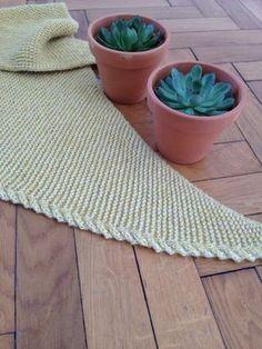 Filet Crochet, Diy Crochet, Knitting Projects, Knitting Patterns, Yarn Inspiration, Knitting Accessories, Knitted Shawls, Baby Knitting, Sewing