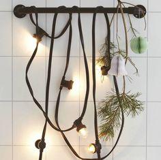 Voor in de tuin of met de feestdagen. Zeg jij maar waar en wanneer je dit stoere lichtsnoer van House Doctor gaat ophangen. Zwart simpel rubber snoer met 10 sto