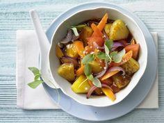 Wok-Gemüse mit Ananas: Rezept für leichte Kost - lediglich 154 Kalorien und 4 g Fett pro Portion, die einen guten Vitamin- und Mineralstoffmix bietet.