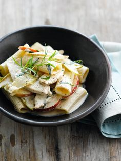 Wok van witloof, appel en kip http://www.njam.tv/recepten/wok-van-witloof-appel-kip