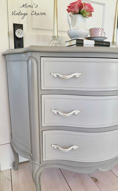 Ann Sloans French Linen color (drawers mixed with French Linen and White and pulls are white but distressed). French Linen can go taupe or grey. Excellent neutral and the paint covers like a dream. Chalk Paint Furniture, Furniture Projects, Furniture Making, Home Furniture, Furniture Online, Furniture Outlet, Luxury Furniture, Furniture Stores, Furniture Dolly