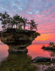 One of my many summer trips this year! I can't wait! It's absolutely beautiful. Turnip Rock, Lake Huron, Michigan #MichiganBeauty