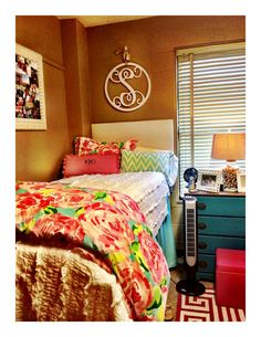 Things To Decorate A Teenage Girl's Bedroom - Decorating Your Teen Girls Room With Style - Ribbons & Stars Dorm Life, College Life, Cute Dorm Rooms, College Dorm Rooms, Dream Rooms, My New Room, Dorm Decorations, Modern Bedroom, Bedroom Small