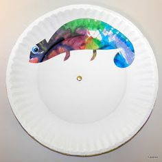 Tippytoe Crafts: Colorful Chameleons--water color paint one plate, then make a chameleon cutout on the top plate. Use a brad to connect. As you turn the top plate, the chameleon will change colors. Chameleon Craft, Mixed Up Chameleon, Art For Kids, Crafts For Kids, Arts And Crafts, Toddler Crafts, Kindergarten Art, Preschool Crafts, Cameleon Art