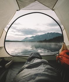 World Camping. Tips, Tricks, And Techniques For The Best Camping Experience. Camping is a great way to bond with family and friends. Camping En Kayak, Camping And Hiking, Camping Life, Camping Hacks, Outdoor Camping, Camping Outdoors, Camping Gear, Camping Essentials, Hiking Gear