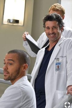 Patrick Dempsey has left Grey's Anatomy. We pay tribute to the handsome actor via this photo gallery. Greys Anatomy Episodes, Greys Anatomy Memes, Patrick Dempsey, Dr Mcdreamy, Calliope Torres, Jackson Avery, Meredith And Derek, Owen Hunt, Jesse Williams