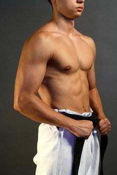 People with a muscular, medium-sized frame are often labeled with a mesomorph body type. To maintain this physique, there are specific diet and exercise tips. Best Diets To Lose Weight Fast, Best Weight Loss Foods, Weight Loss Tips, Losing Weight, Body Type Workout, Apple Body Type, Fitness Diet, Body Weight, Diet Exercise