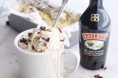 Baileys Ice Cream, Ice Cream Drinks, Brownie Ice Cream, Frozen Desserts, Frozen Treats, Flavor Ice, Fudge Sauce, Fudge Brownies, Ice Cream Maker
