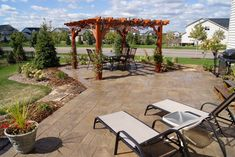 The right landscaper knows how to beautifully blend patio and nature 👍 #softscape #pergola #gardenlandscaping #gardendesign #landscaping #landscapingcompany