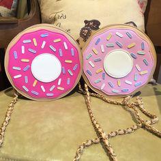 It looks like a pastry bag <3 Mode brand new mini  beignets épaule   Matériel: PU cuir + satin          Taille: L21cm * W8cm * H21cm
