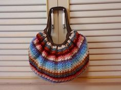 余り毛糸でグラニーバッグ♪の作り方 編み物 編み物・手芸・ソーイング   アトリエ 手芸レシピ16,000件!みんなで作る手芸やハンドメイド作品、雑貨の作り方ポータル Crochet Granny, Knit Crochet, Knitted Bags, Straw Bag, Needlework, Diy And Crafts, Crochet Earrings, Pouch, Sewing