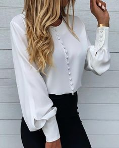 Chic Outfits, Fashion Outfits, Women Church Suits, Trend Fashion, Women's Fashion, Style Casual, Blouse Online, Blouse Styles, Blouse Designs