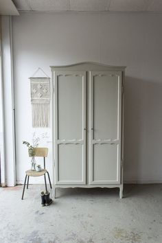 Chalk Paint Furniture, Cool Furniture, Armoire, Diy Wardrobe, Home Bedroom, My Room, Room Inspiration, Tall Cabinet Storage, Kids Room