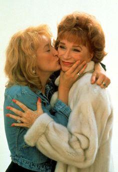 "- Meryl Streep y Shirley MacLaine en ""Postales desde. Meryl Streep, Barack Obama, Grace Gummer, Muse, Terms Of Endearment, Shirley Maclaine, Tiny Dancer, Love Movie, Best Actress"