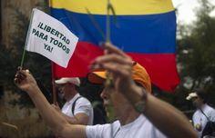 """07/01/13   COLOMBIA: LA PACE NON E' MAI STATA COSI' VICINA?  Dopo una missione esplorativa in agosto e una prima tranche di colloqui ad Oslo in ottobre """"In un clima di rispetto e spirito costruttivo - si legge in una nota ufficiale - le Forze armate rivoluzionarie della Colombia (Farc) e il Governo colombiano hanno chiuso una nuova fase dei colloqui di pace in corso all'Avana""""  http://www.unimondo.org/Notizie/Colombia-la-pace-con-non-e-mai-stata-cosi-vicina-138623"""