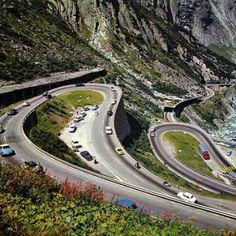 3 Girls from Ottawa drive down St Gotthard Pass by Car (original sound)