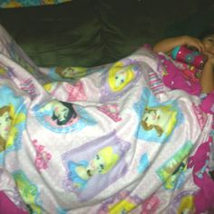 When you can't find a pre made blanket w/all the Disney princesses. Disney princess fleece 1 yards Easy care fleece dark pink 1 yards=no sew blanket! Everyone is happy! No Sew Blankets, Make Blanket, Disney Princesses, Yards, Favorite Things, Sewing, Happy, Pink, Dressmaking